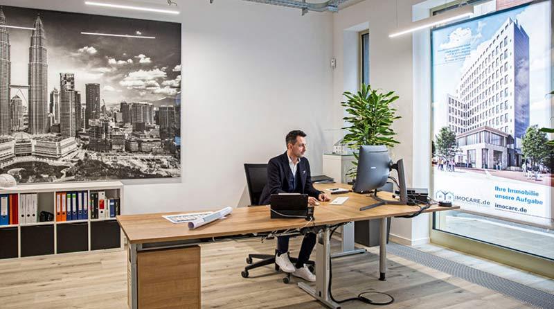 In dem modernen Büro in der Selmastraße 16 empfängt Peter Schepanek jetzt Bauherrn und Investoren